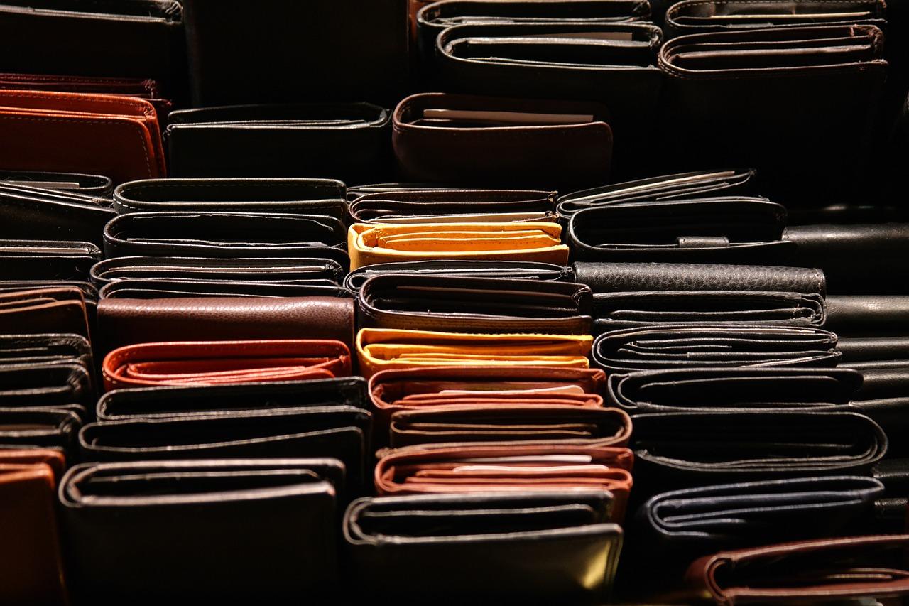 お客様の出費をイメージする財布の画像