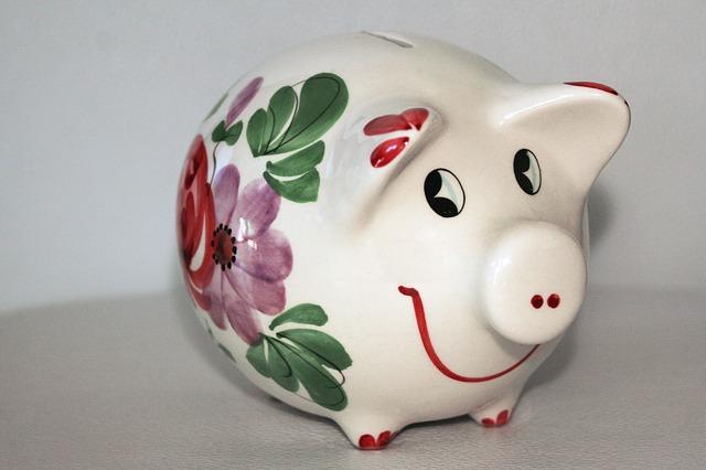 節約をイメージする貯金箱の画像